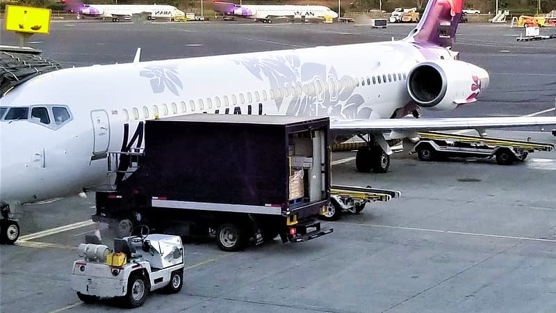 plane-loading-cargo